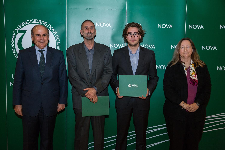 Reitor da NOVA, Dr. Manuel Marques José da Escola Secundária Francisco Rodrigues Lobo, Mateus Carvalho - estudante de Direito, e Diretora da Faculdade de Direito da NOVA