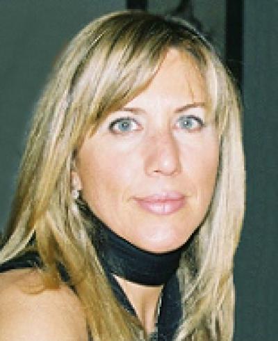 Paula Lobato Faria