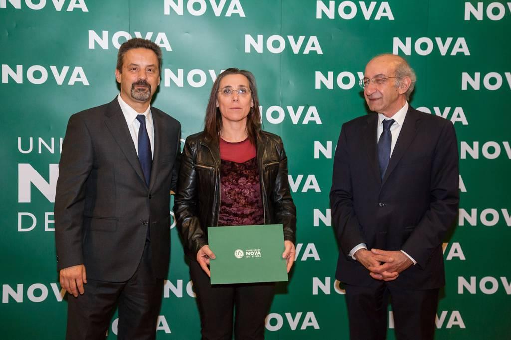 Rector of NOVA; Maria Rosário Correia (representing Leonor Conceição, best student of Conservation-Restauration) and Dean of FCT NOVA