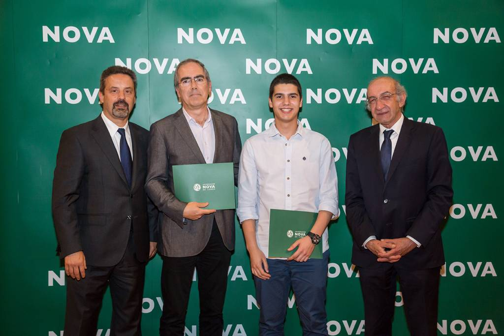 Rector of NOVA; Jorge Lemos (Dean of Escola Secundária Leal da Câmara); Miguel Rodrigues (best student of Mechanical Engineering) and Dean of FCT NOVA