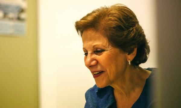 Fotografia de Salwa Castelo Branco no seu gabinete na NOVA FCSH
