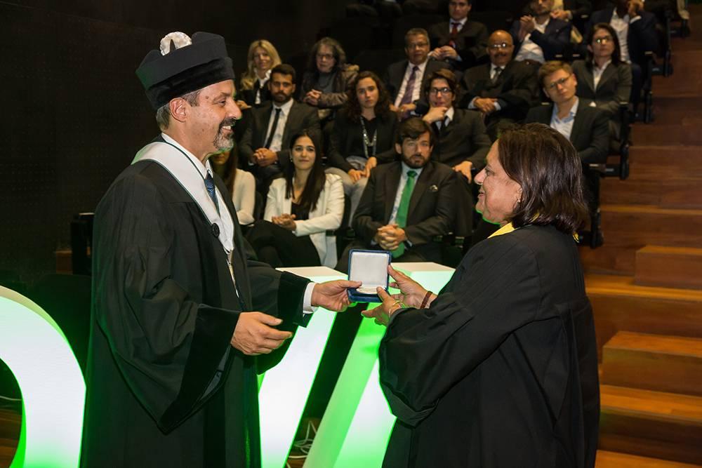 Reitor da NOVA e Prof.ª Lenea Campino, em representação do Prof. Virgílio do Rosário