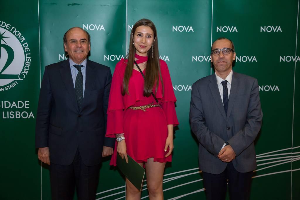 Reitor da NOVA, Gabriela Galveia - estudante de História, e Diretor da Faculdade de Ciências Sociais e Humanas da NOVA