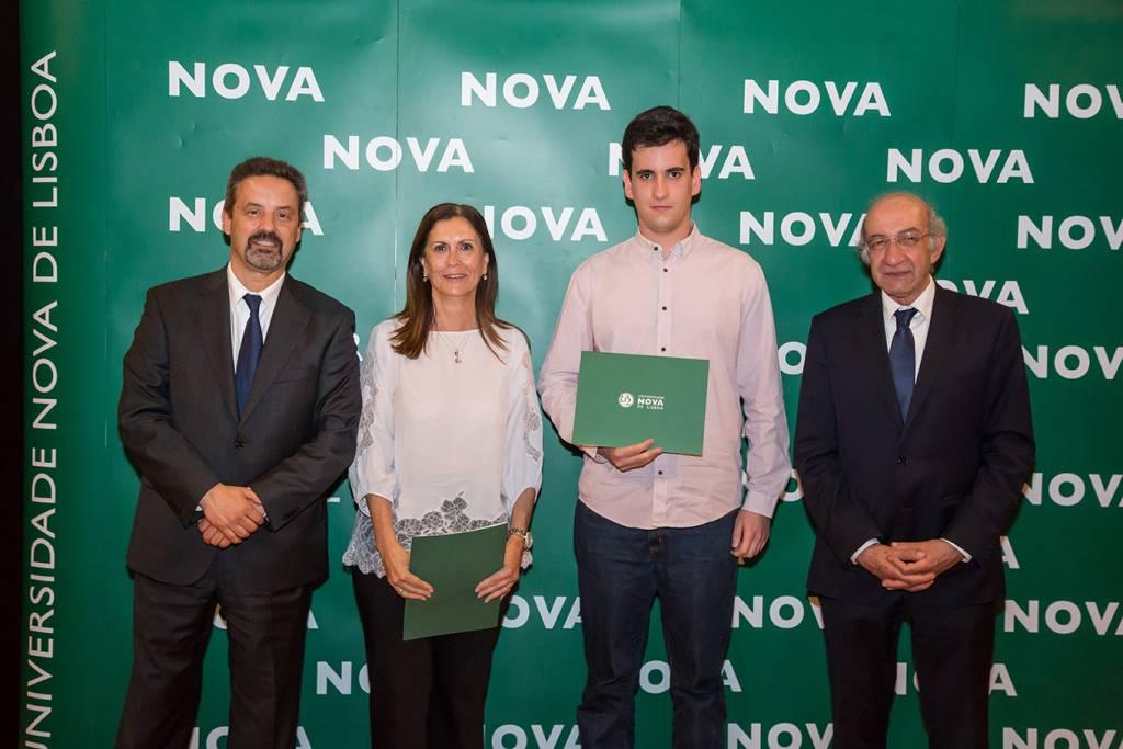 Rector of NOVA; Isabel Santos (Dean of Escola Secundária do Monte da Caparica); Carlos Vítor (best student of Physical Engineering) and Dean of FCT NOVA