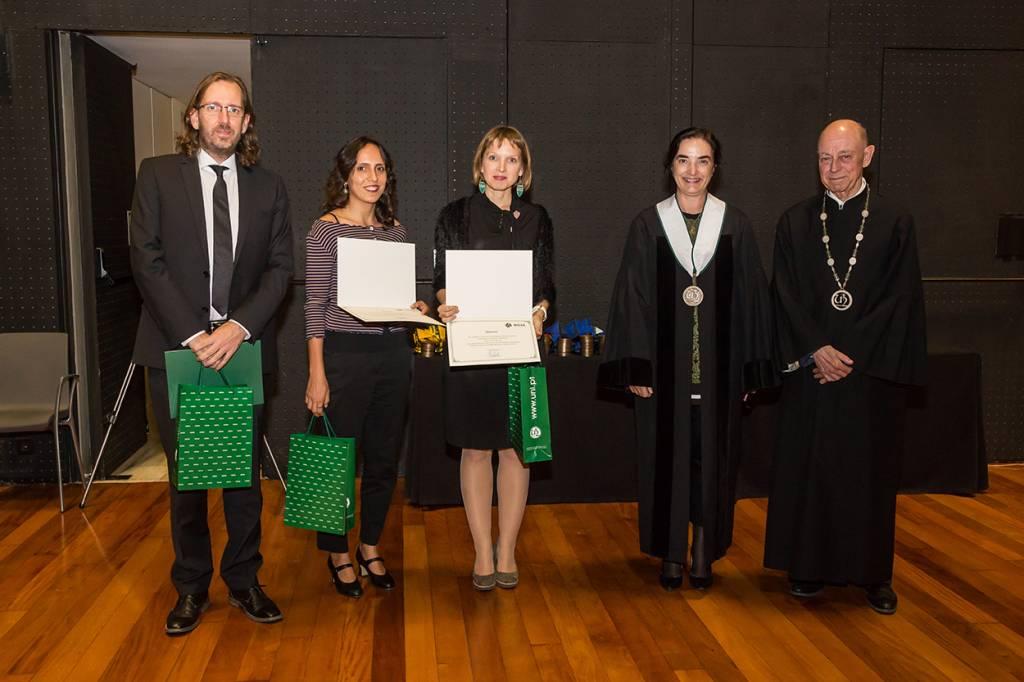 Vencedores do Prémio de Investigação Colaborativa Santander Totta/Universidade NOVA de Lisboa com Elvira Fortunato e Eduardo de Arantes e Oliveira
