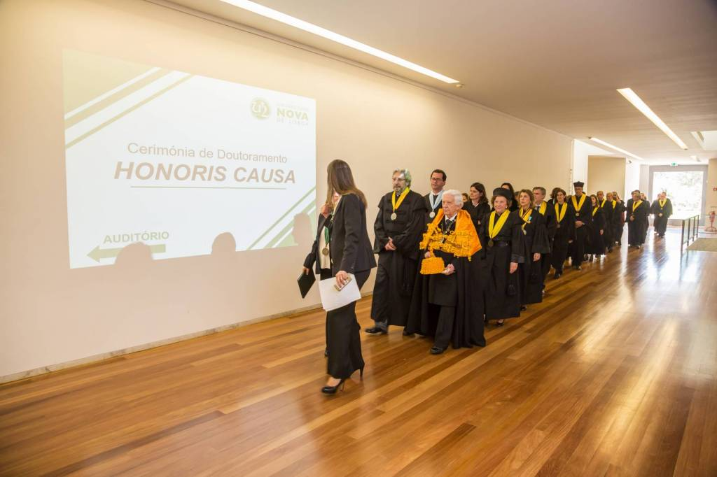 Formação do Cortejo Académico no Átrio