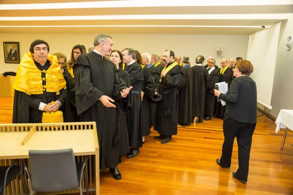Formação do cortejo académico na Sala do Senado