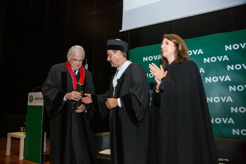 O Reitor da NOVA, João Sàágua, e a diretora da Faculdade de Direito da NOVA, Maria Helena França, atribuem Doutoramento Honoris Causa a George Bermann.