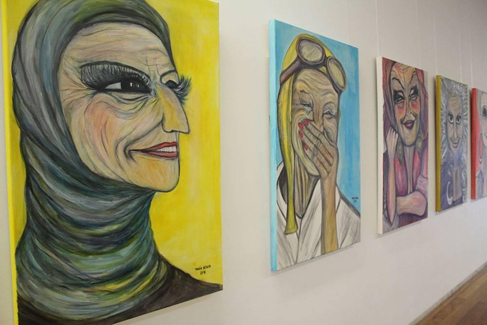 """Exposição do projeto """"Velhas Bonitonas"""", da artista Maria Seruya"""