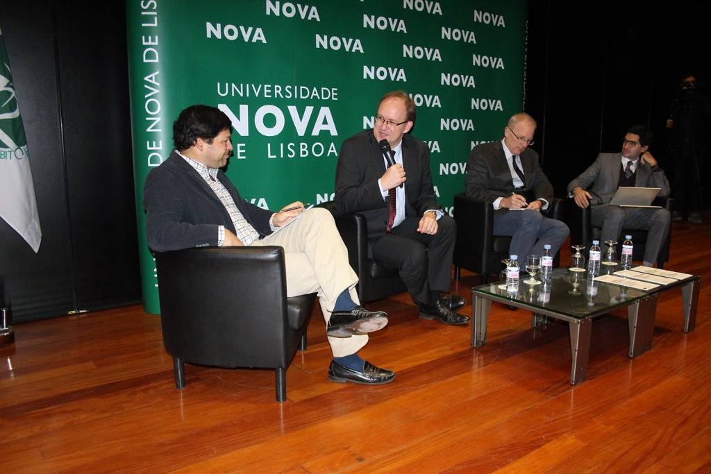 Pedro Cordeiro of Expresso, Chris Sainty, British Ambassador to Portugal, Prof. Robert Geyer, Interim Dean of Lancaster and Prof. Francisco Pereira Coutinho of NOVA Law School