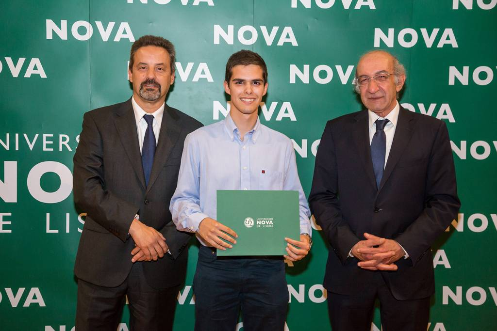 Rector of NOVA; Pedro Ferreira (best student of Micro and Nanotechnologies Engineering) and Dean of FCT NOVA