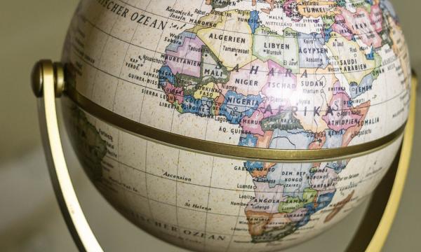 Globo com destaque do continente africano