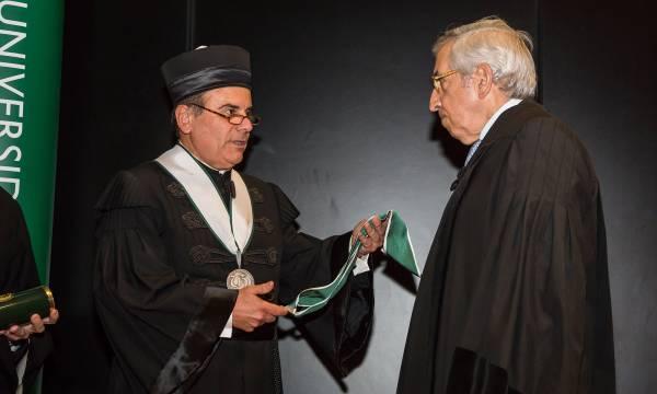 António Rendas atribui o título de Doutor Honoris Causa a Artur Santos Silva