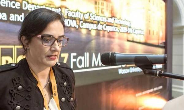 Fotografia de Elvira Fortunato no Congresso anual de outono da Sociedade Europeia de Investigação de Materiais
